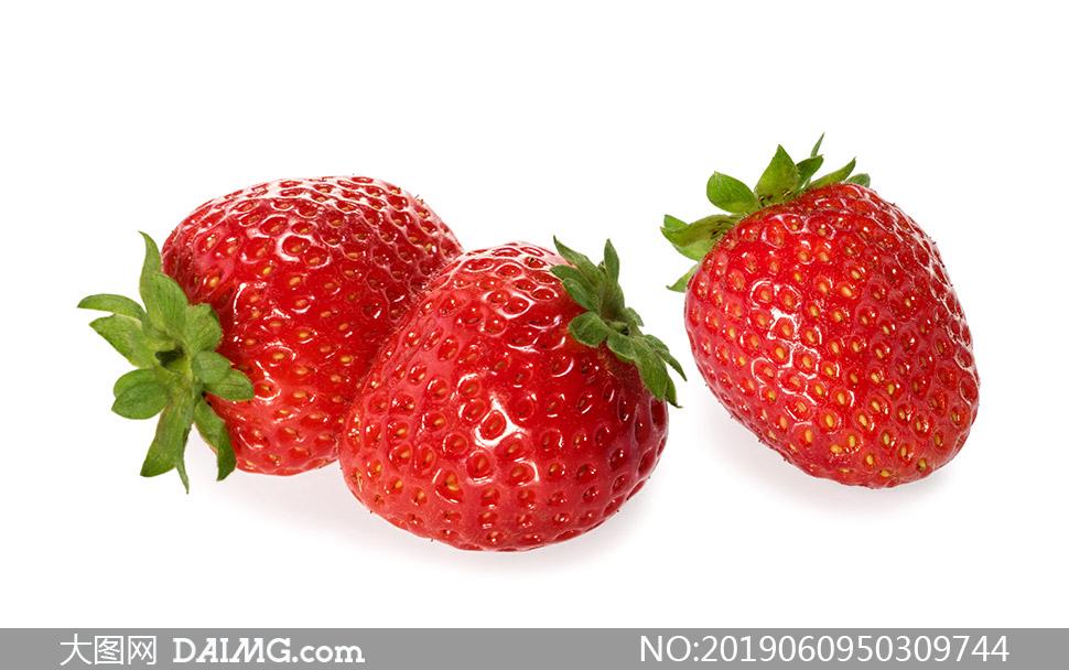表面泛着光泽的高品质草莓高清图片