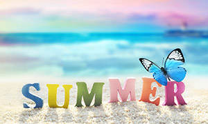 海边沙子上的英文字母创意高清图片