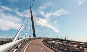 蓝天白云城市高架路桥摄影高清图片