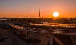 黄昏夕阳下的高架路桥摄影高清图片