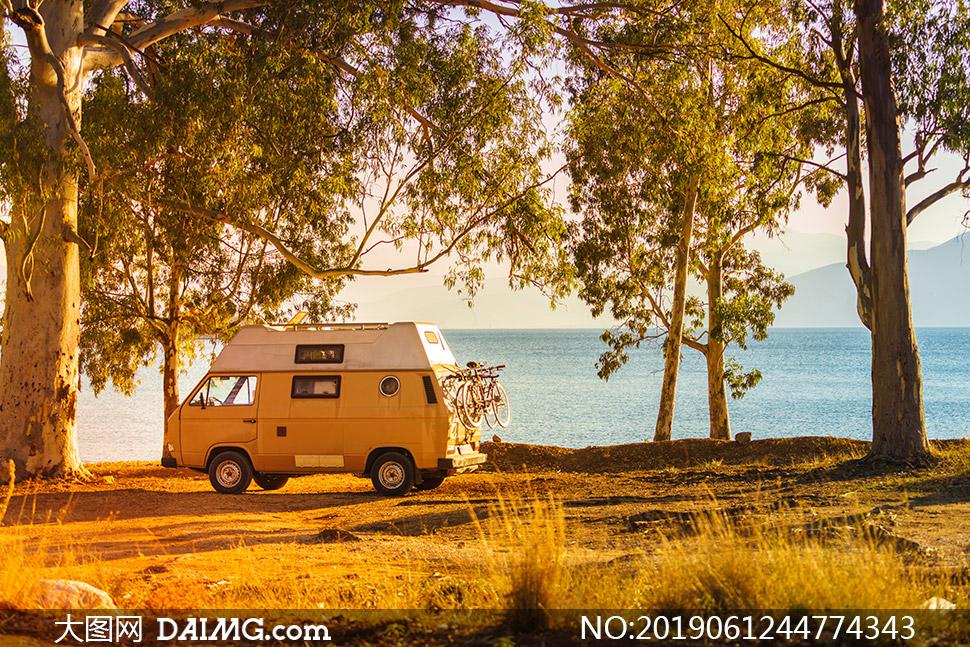 湖光山色风景树木房车摄影高清图片