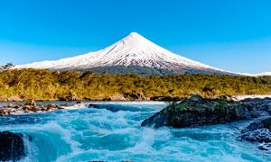 雪山脚下小溪流水高清摄影图片
