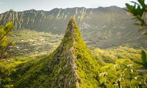 山间壮观的山顶风光摄影图片