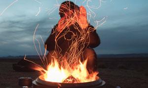 野外戶外燃燒的火堆攝影圖片