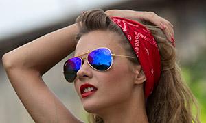 吊带背心打扮红唇美女人像原片素材