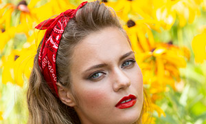 花草前的红唇美女写真摄影原片素材