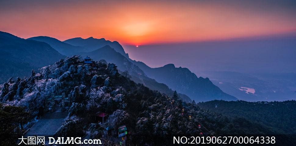 山頂美麗的日出攝影圖片