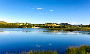 平静的公主湖美景摄影图片