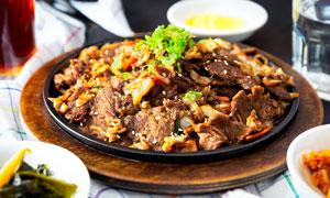 香辣牛肉片美食摄影图片