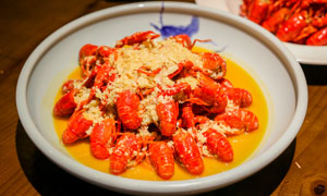 蒜蓉小龙虾餐饮美食摄影图片