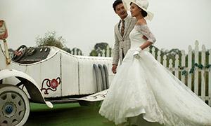 复古车辆旁的恋人婚纱摄影原片素材