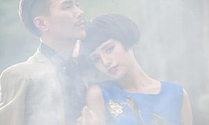 大雾中的情侣男女人物写真原片素材