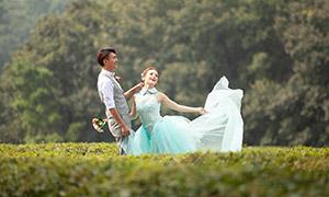 帅哥与绿裙子美女外景摄影原片素材