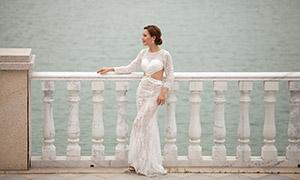 白色蕾丝婚纱美女人物摄影原片素材