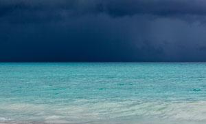 黑云压境下的大海风光摄影高清图片