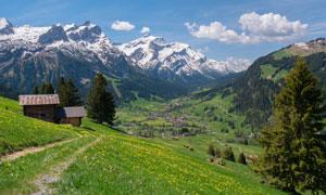 白云雪山植被自然风光摄影高清图片