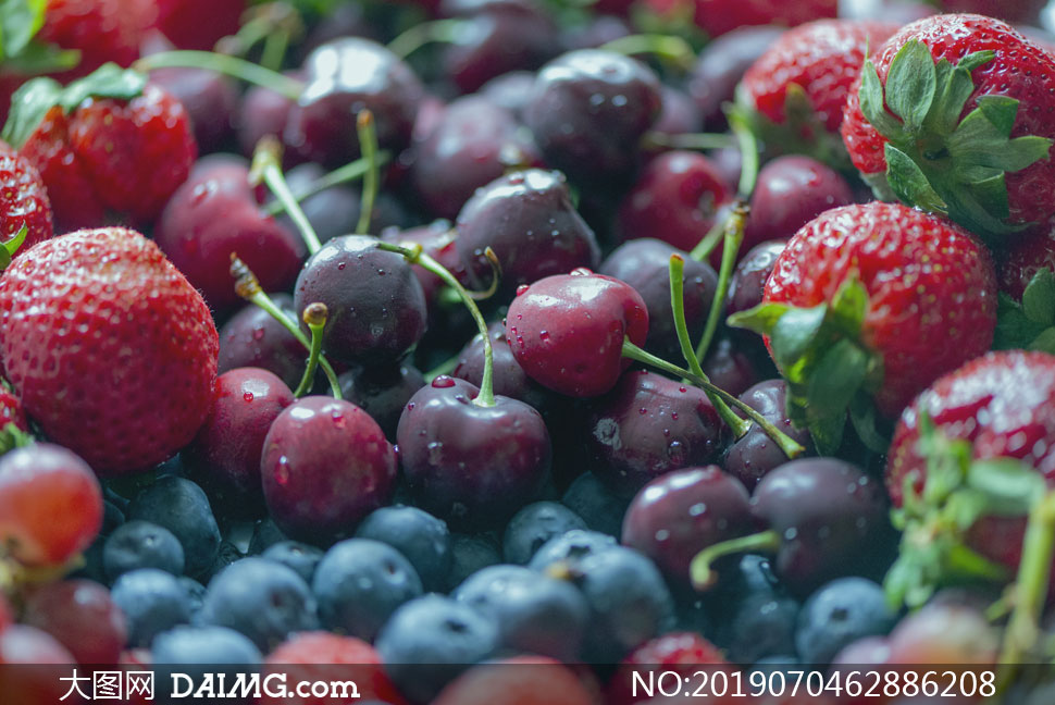 蓝莓草莓与樱桃等水果摄影高清图片
