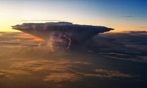 黄昏时分高空云海风光摄影高清图片