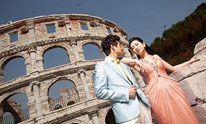 在古建筑遗址前的恋人婚纱摄影原片