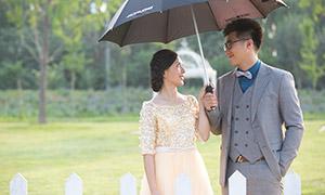 雨伞下的恋人人物主题摄影原片素材