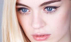 明亮双眸金发美女人像摄影原片素材