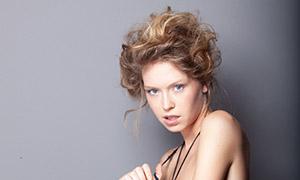 卷发造型性感美女人物摄影原片素材
