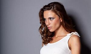 卷发裙装美女模特摄影高清原片素材