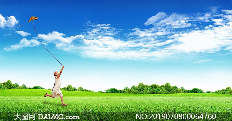 蓝天下在草地上放风筝广告背景素材