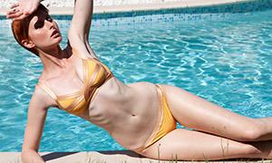 泳池边比基尼泳装美女写真摄影原片
