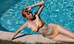身穿比基尼泳装的美女摄影高清原片