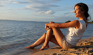 短裤短袖装扮美女人物摄影原片素材