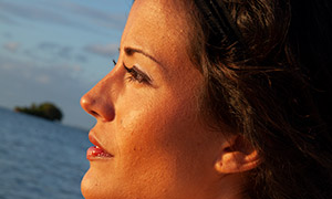 海邊美女人物側面特寫攝影高清原片