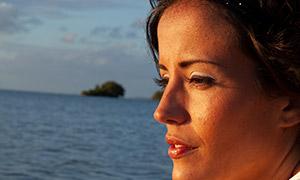 黃昏夕陽下的美女人物特寫攝影原片