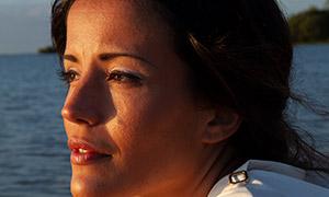 黃昏時海邊的美女寫真攝影原片素材
