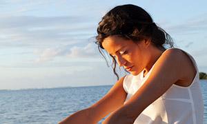 海边沙滩上的美女人像摄影高清原片