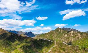 蓝天白云下的万里长城高清摄影图片