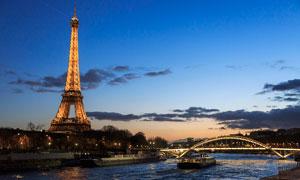 夜色下的埃菲尔铁塔高清摄影图片