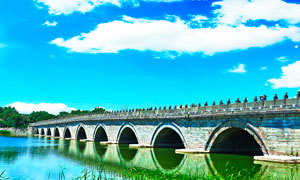 蓝天下的卢沟桥景观摄影图片