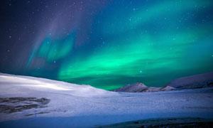 雪后美丽的极光景色摄影图片