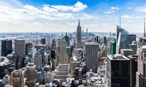 蓝天白云下的城市建筑摄影图片