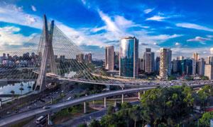 蓝天下的城市立交摄影图片