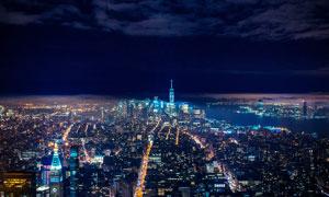乌云密布下的城市夜景摄影图片