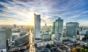 清晨阳光下的城市建筑高清摄影图片