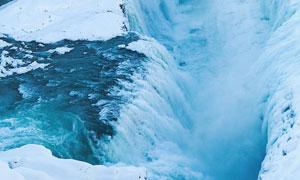 雪后美丽的瀑布景观摄影图片