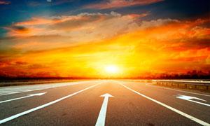 唯美的公路夕阳美景摄影图片
