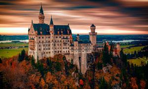 欧洲山顶美丽的城堡摄影图片