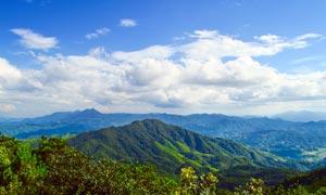蓝天白云下的山东美景摄影图片