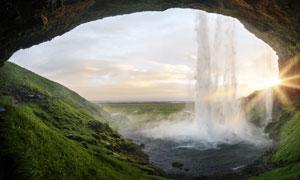 山洞口美丽的瀑布高清摄影图片