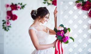 手扶着屏风的新娘美女摄影高清图片