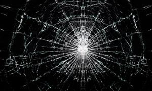 呈辐射状裂开了的玻璃摄影高清图片